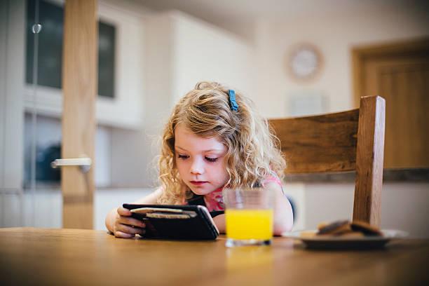 مزایای تاثیر تلویزیون بر کودکان و ویدیوگیم و اینترنت